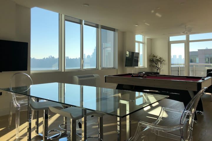 NYC 2 Floor Penthouse w/Pooltable &Direct NY views