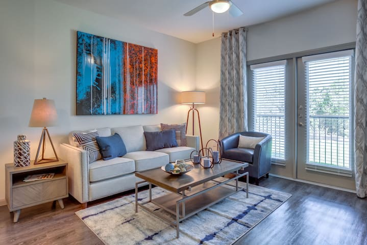 Live + Work + Stay + Easy | 2BR in Georgetown