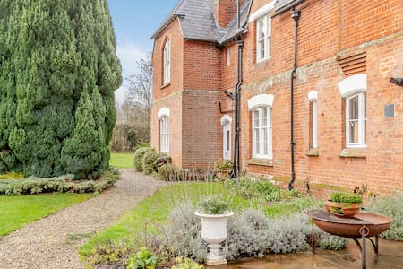 5 Bed Stunning Former Victorian Rectory nr Wantage