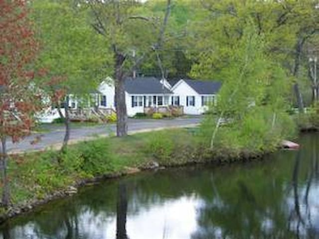 2 Bedroom Lake Cottage With Dock - Tilton