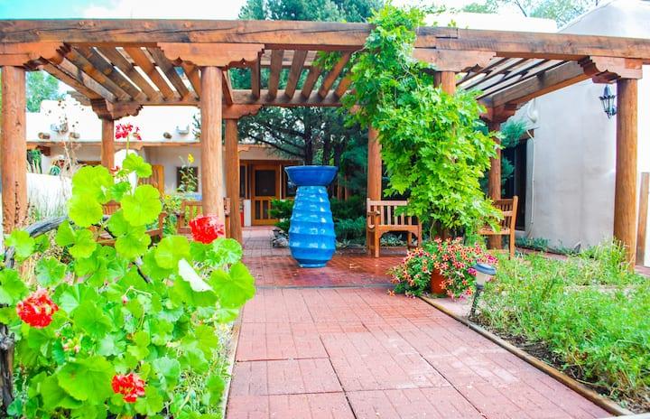 La Posada de Taos, 3 bedroom, Walk to Plaza, A/C