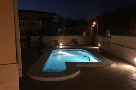 Acogedora casa con piscina privada - Polop - บ้าน