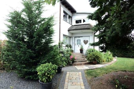 Sonniges Apartment mit Dachterrasse und Garten - Meckenheim - Wohnung