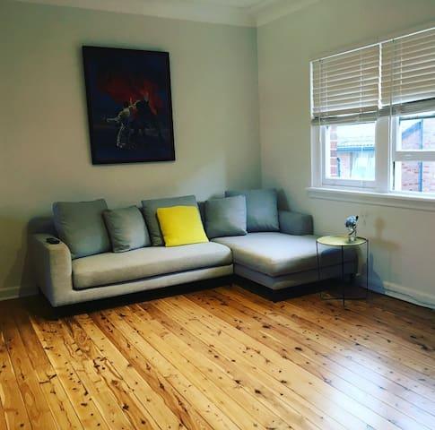 Charming Clovelly Apartment - Clovelly