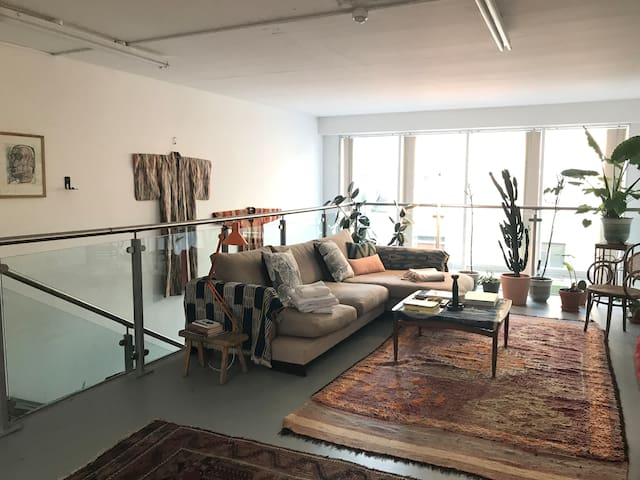 Huge beautiful apartment in Bethnal Green Zone 2