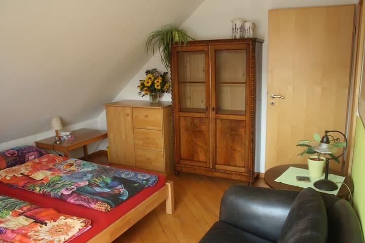 Sonniges Doppelzimmer u. Wohnzimmer mit Teeküche