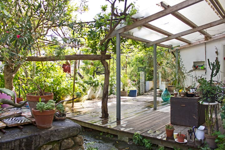 PANORAMIC DEPENDANCE WITH GARDEN - Naples