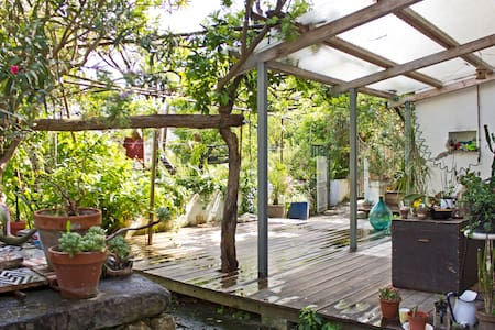 PANORAMIC DEPENDANCE WITH GARDEN - Naples - Apartment