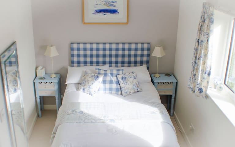 Peaceful haven within walking range of Lyme Regis