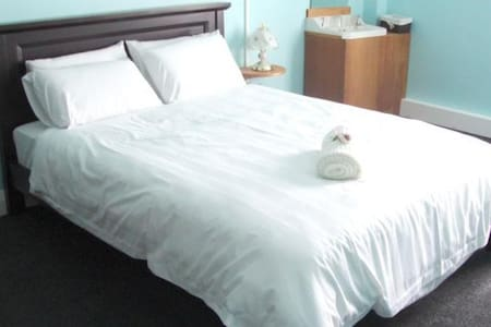 Grand Hotel Helensville - Helensville - Bed & Breakfast
