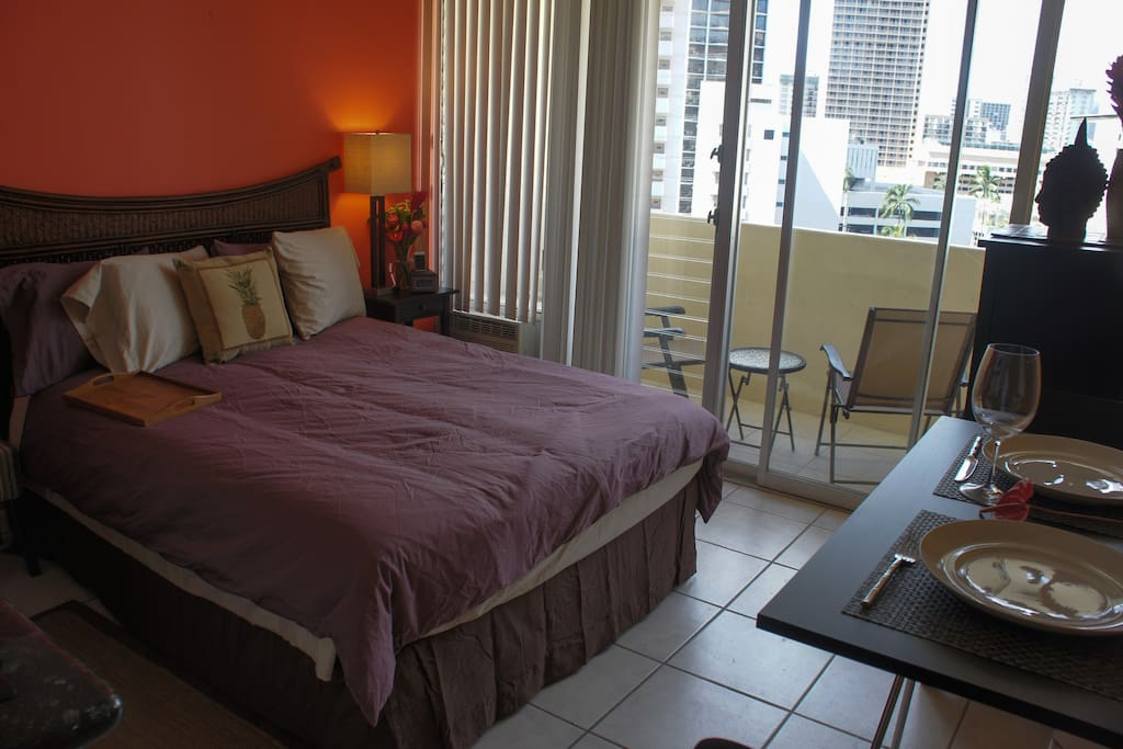 The Red Ginger Suite - intimate studio condo, just steps from the beach