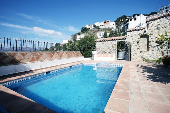 La Retarta Jubrique Sleeps 8-13