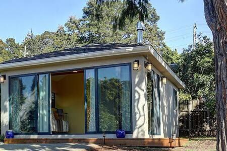 Cottage Set in Garden - Berkeley