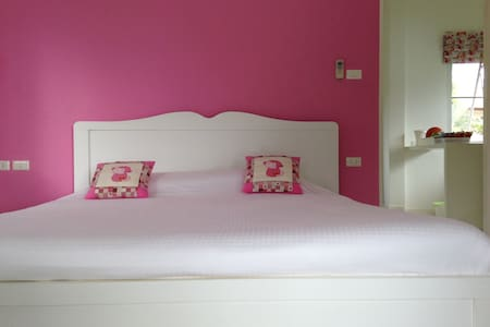 1 Pink Bedroom Villa with Lake View - Thalang