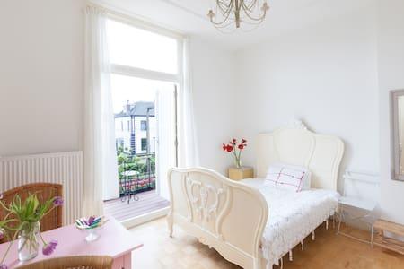 Sfeervolle kamer met balkon  - Velp