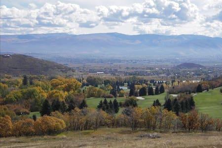 Large Midway, Utah escape home