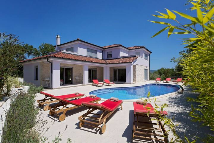 Brand new Villa MaLiNA with Pool