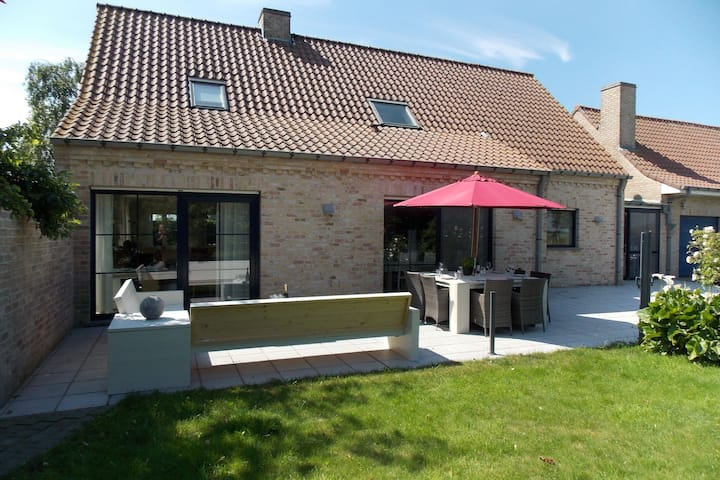 Sun-kissed Villa in Diksmuide with Garden, Terrace, Sauna