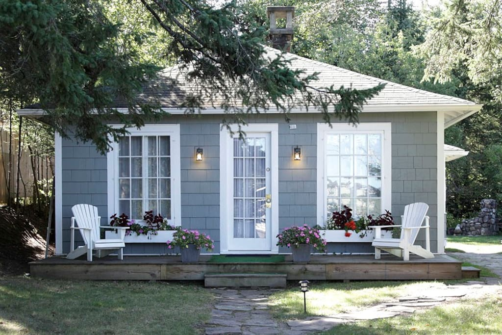 2 bedroom bungalow cottage summer front view