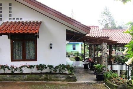 Villa Cisarua Farm - Bogor