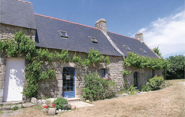 Holiday cottage with 1 bedroom on 70m² in Loctudy