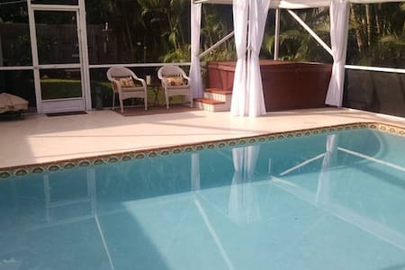 LOVELY & LOADED TROPICAL HOME ~ HEATED POOL & SPA! - Boynton Beach
