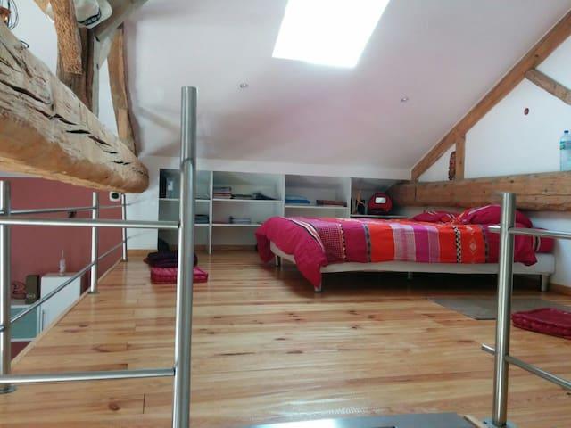Un lit au coeur du beaujolais    - Belleville - Pis