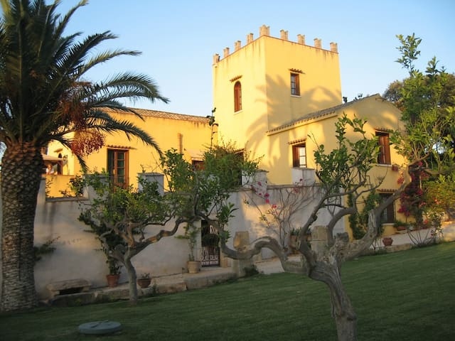 Charme Bed and Breakfast in Trapani - Valderice - Bed & Breakfast