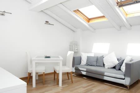 confortevole loft posizione ottima - Catania