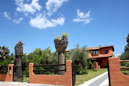 Ajò faci a mari Bed and Breakfast - Capoterra - Bed & Breakfast