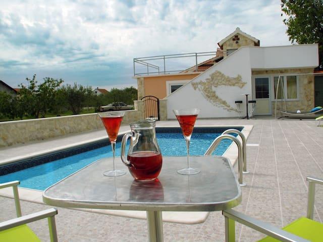 Haus + Pool Vodice mit Riesengarten - Čista Velika - House