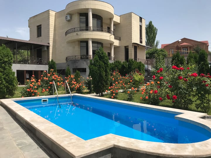 White Luxury Villa With Swimming Pool In City Cent