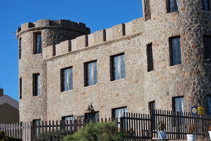 Stone Castle B&B - Saldanha - Aamiaismajoitus