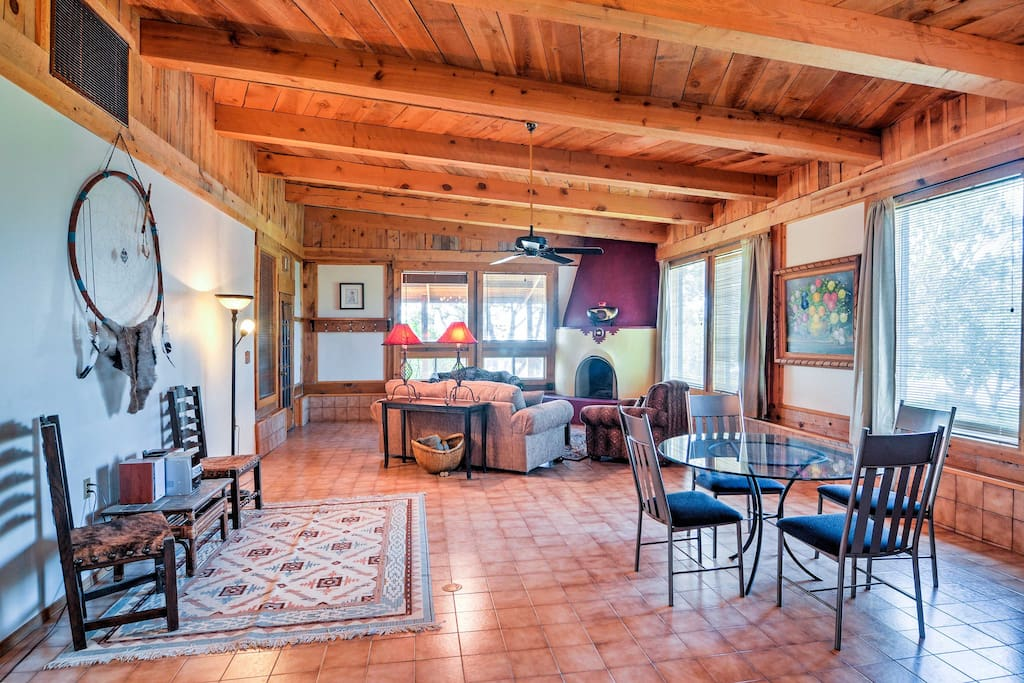Offering 2,400 square feet of tastefully appointed living space, this unit offers accommodations for up to 6 lucky guests seeking a New Mexico escape.