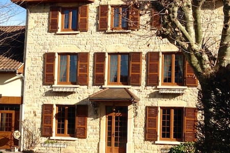 Maison ancestrale meublée - Saint-Quentin-Fallavier - Rumah
