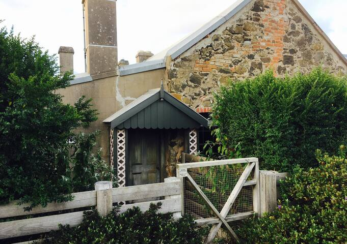 Historic 1860's Westcott Cottage (self contained) - Ballan - Casa