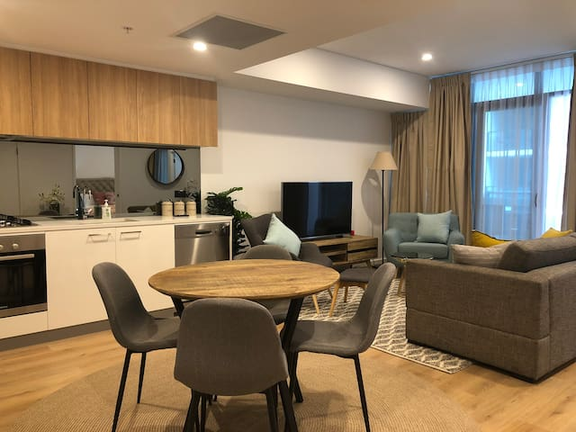 1 Bed Luxury City Apartment + Netflix + Stan+Wifi