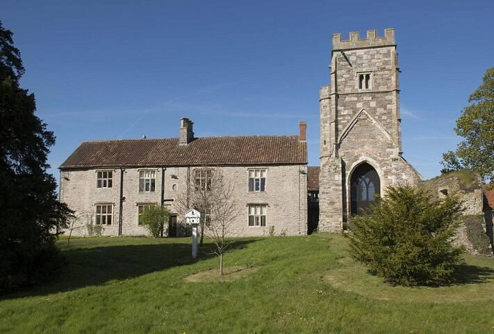 Comfortable En-Suite in Medieval Manor House