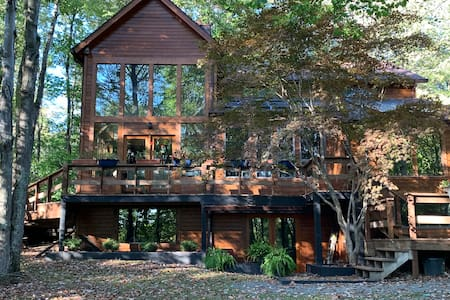 Luxury retreat ~ In the woods ~ Minutes to WVU