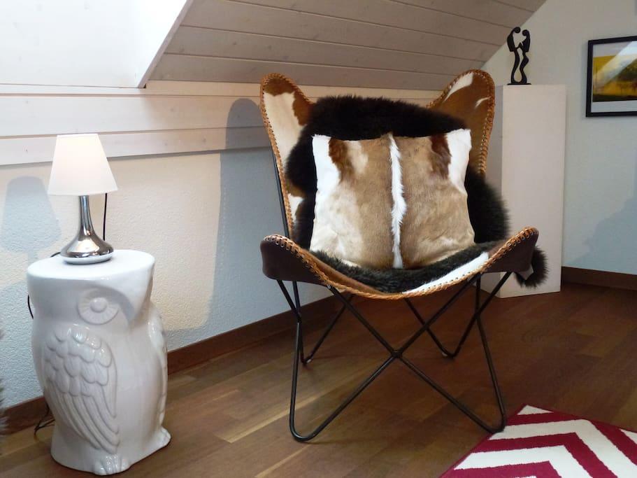 Guest room - butterfly chairs with impala cushion from my south Africa-travel / Schmetterlingssessel mit Impala-Kissen von meinen Südafrika-Ferien