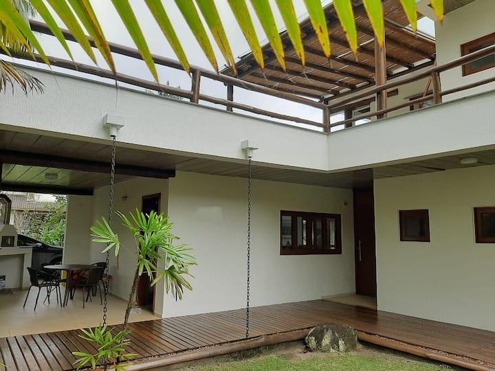 Casa Moderna na praia de Paúba em São Sebastião