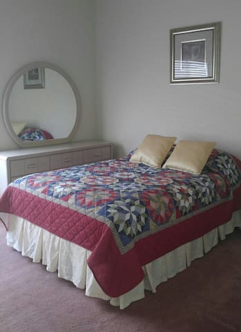 PRIVATE BEDROOM, 10 MINUTES FROM THE STRIP! - Las Vegas