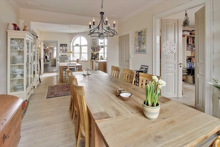 Stor rummelig lejlighed - Nyborg - Wohnung