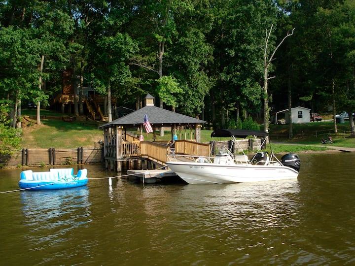 Charming Lake Front Cottage at High Rock Lake