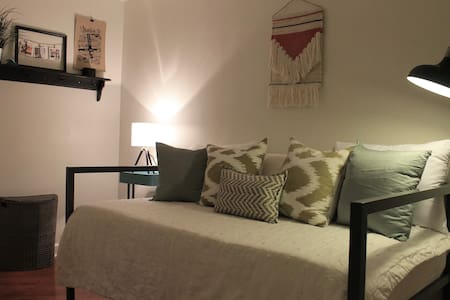 Small Bedroom in Uptown Charlotte - Appartement en résidence