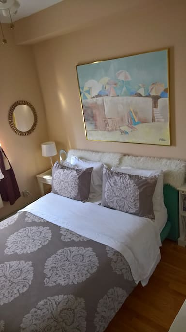 Private room, with a queen size bed with a comfortable high quality mattress