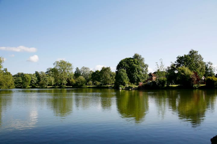 Lakeside Rendezvous - Rowde - Cabaña