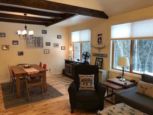 Comfy Sugarbush Mountain Condo - Waitsfield - Apartment