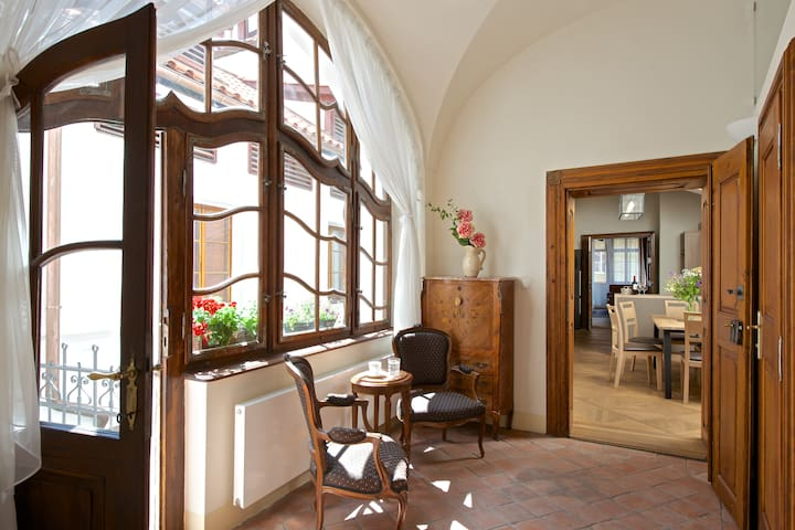 Luxury Apartment with Balcony under the Castle
