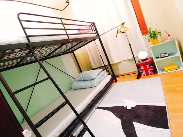 Green Room:강릉역도보7분, Twin room, 깔끔, 교통편리